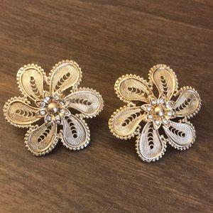 NEVER WOREN! ⭐️ Anthropologie Flower Stud Earrings